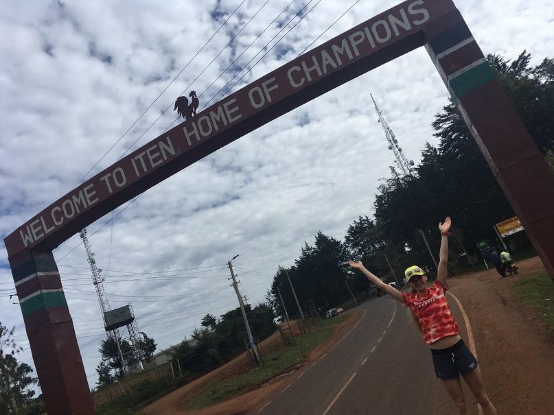 Ein Champion ist angekommen - das Eingangstor zum Läufermekka Iten in Kenia