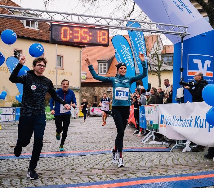 Fabienne im Ziel des Schriesheimer Laufs mit 35:14 Min.